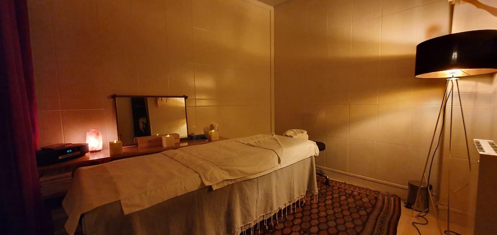 6b3bd987 2699 4230 961f. Black Bedroom Furniture Sets. Home Design Ideas